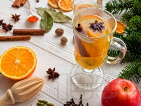 Пунш от чай с джинджифил, ябълка, лимон и канела - снимка на рецептата